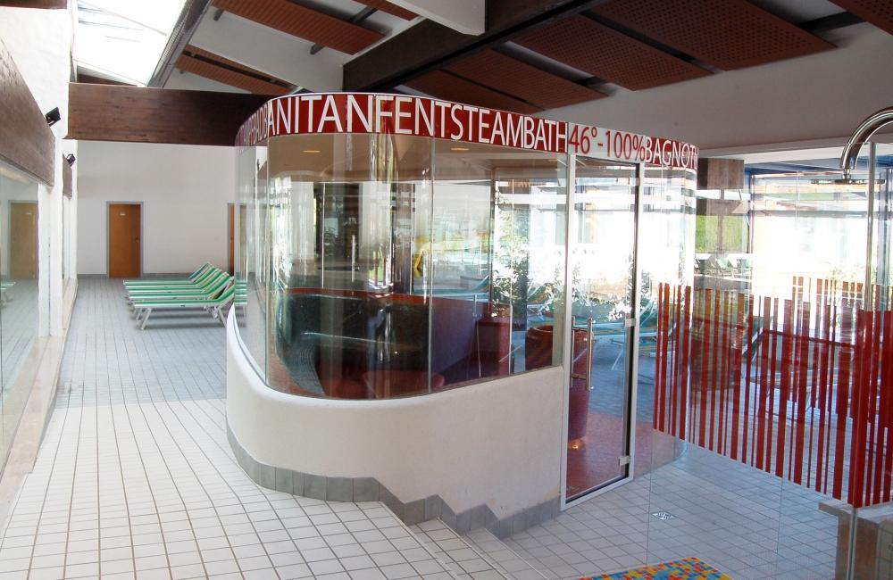 unica il bagno turco in vetro situato nellarea piscina gratuito per i clienti della piscina mar dolomit temperatura 46 umidit dellaria 100